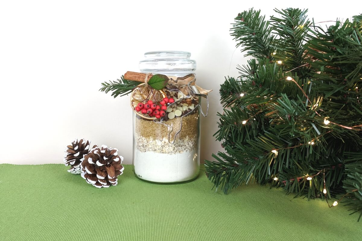 Christmas DIY - Chocolate-Oat Cookie Jar