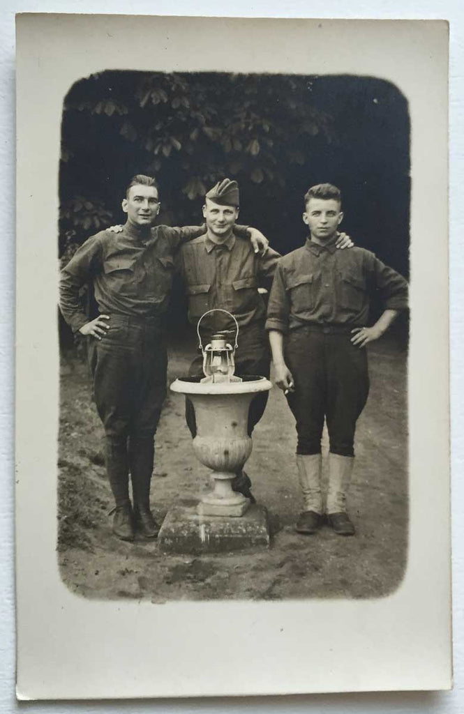 Doughboys dans le Jardin: Vintage Real Photo Postcard