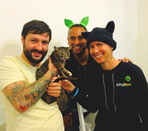 AnimalBiome founder, Holly Ganz and business advisor, Carlton Osborne met Lil BUB and her dude at CatCon