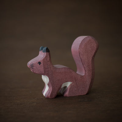 holztiger wooden squirrel toy from side