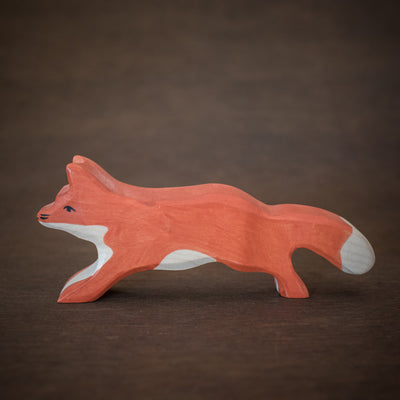 side view of holztiger wooden fox