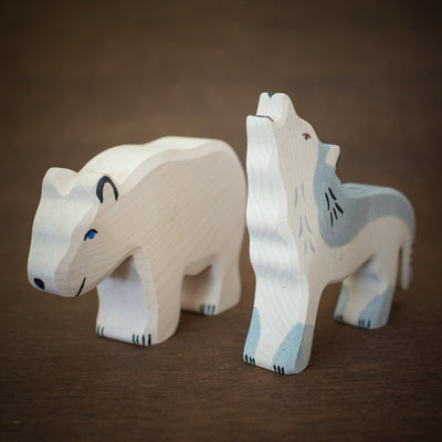 Holztiger polar bear with wold