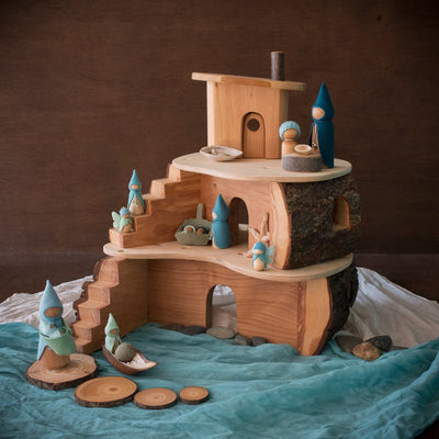 magic wood tree house with blue seaside sweet elm dolls