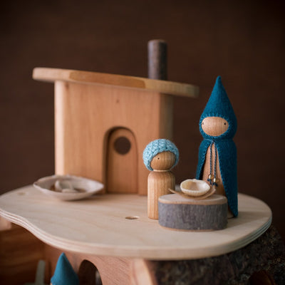 seaside gnomes on magic wood tree house