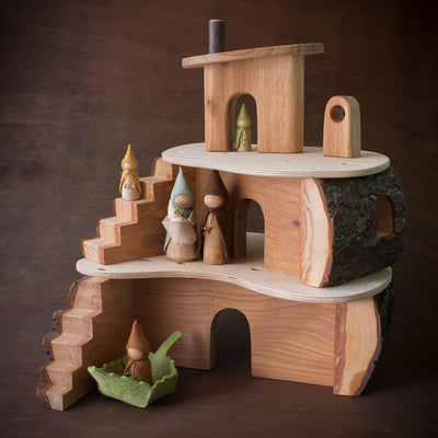 magic wood tree house with sweet elm dolls