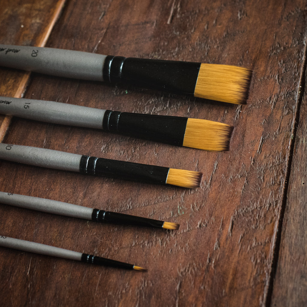 5 Mont Marte gallery series acrylic paint brushes.