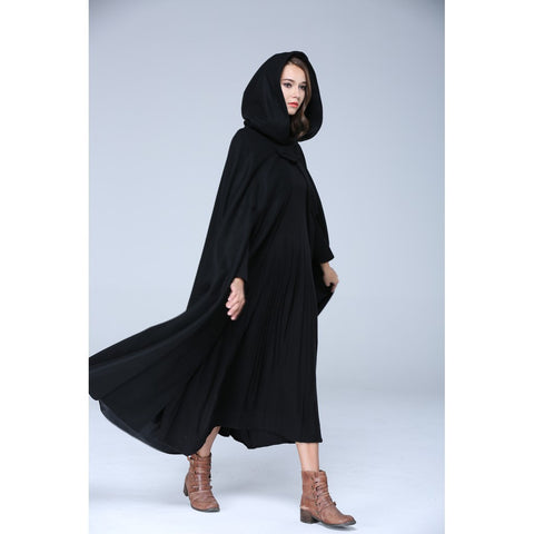 Camelliatune 100%  wool hooded cloak in black