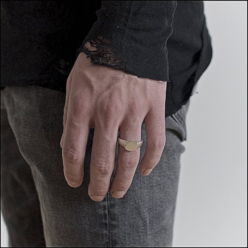 Men's ring Signet cliff. Shown on male hand model.
