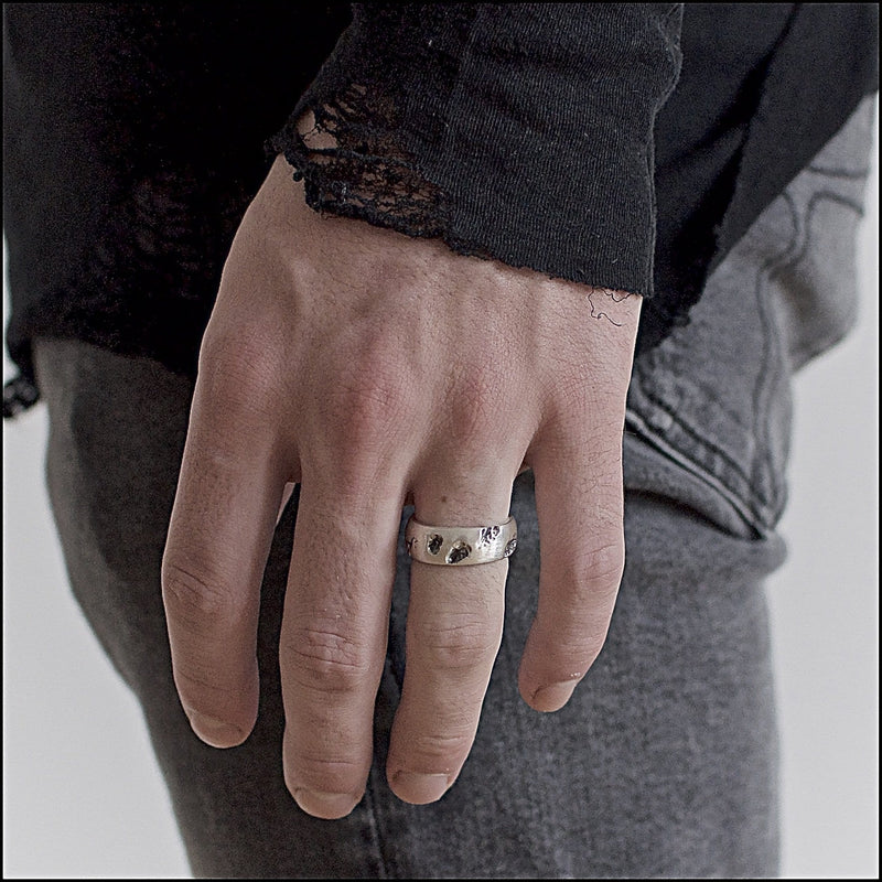 Men's ring Band rift. Shown on male hand model.