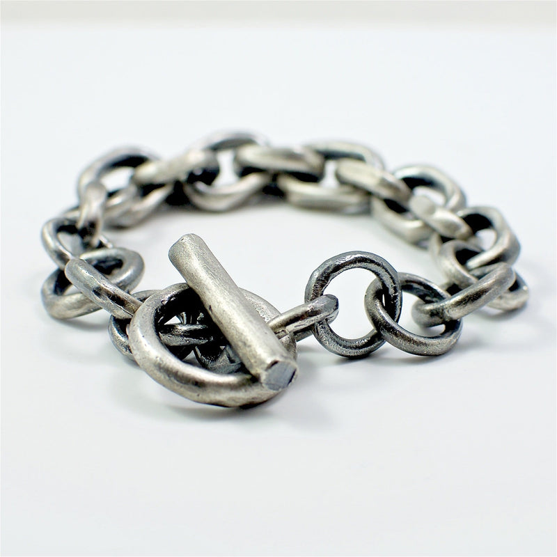 Men's bracelet Chain link. Detail on T-shaped lock.