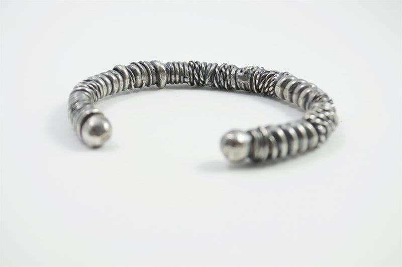Men's bracelet Cuff twist. Back view right.