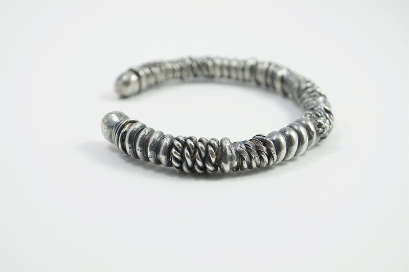 Men's bracelet Cuff twist. side view right.