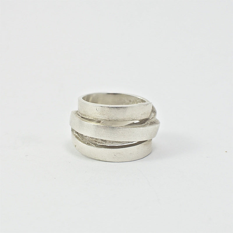 Men's ring Band loop BRJ. Front view.