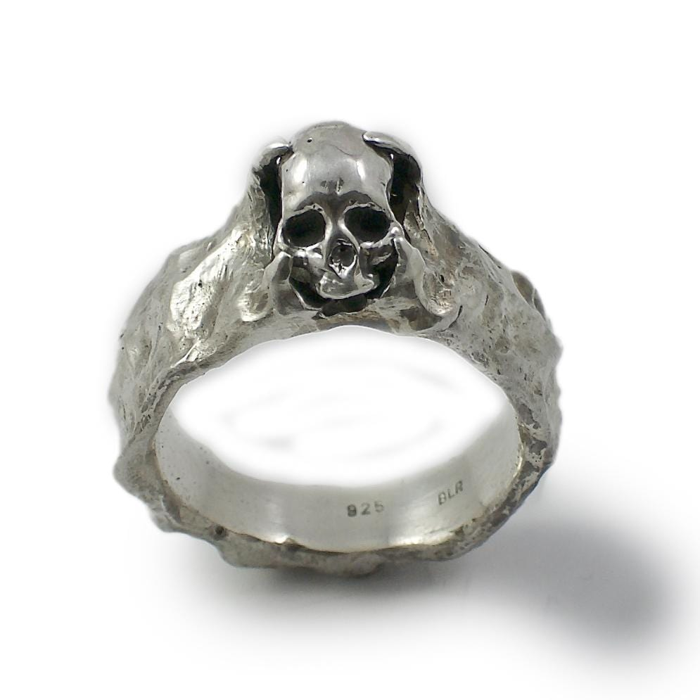Skull ring Band stone. Standing view.