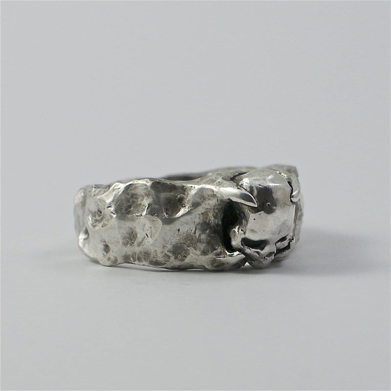 Skull ring Band stone.Front view right.