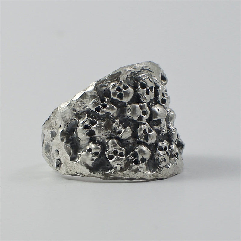 Skull ring Band zombie. Side view right.