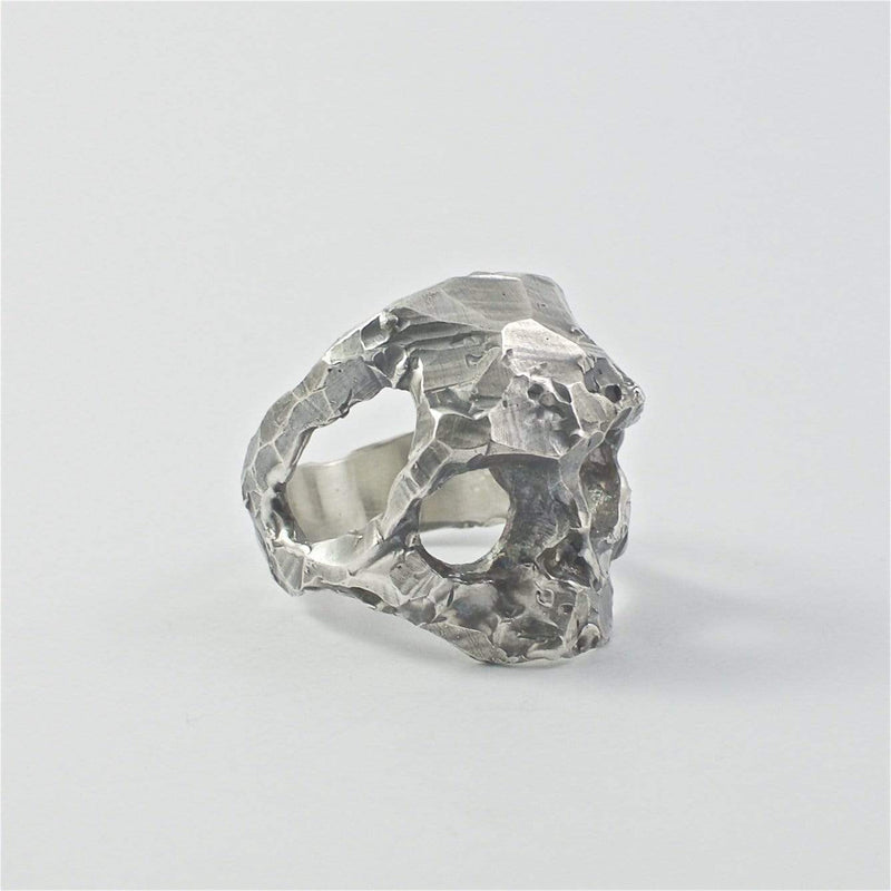 Skull ring Band cut structure. Front view right.