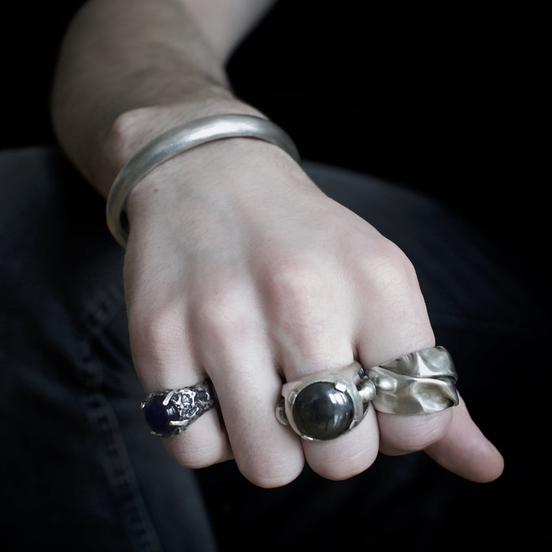 Men´s ring  black onyx stone on finger