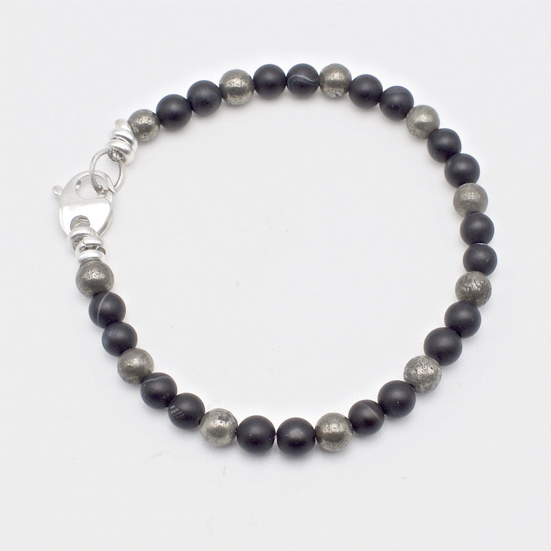 Men´s bracelet with black stone and piryte beads