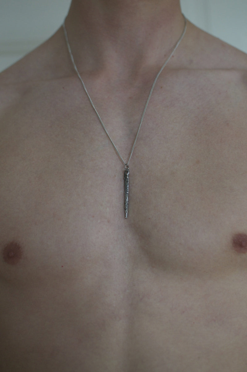 Men´s necklace spire on model