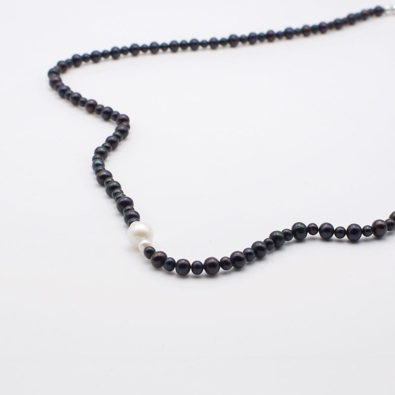 Men´s necklace with freshwater pearls.