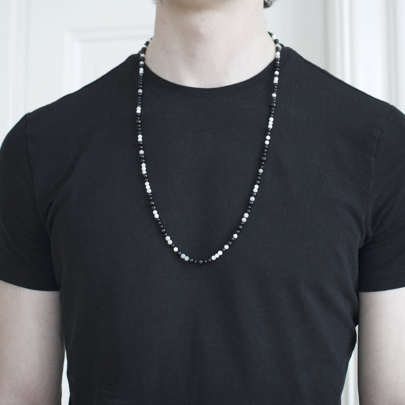 Men´s necklace with freshwater pearls black and white