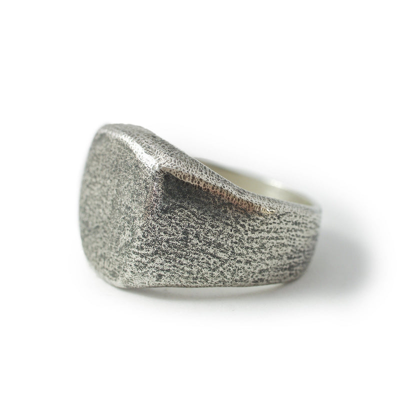 Men's ring Signet rounded oxid. Side view left.