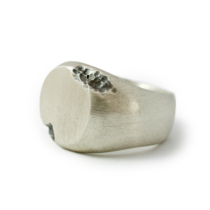 Men's ring Signet round crunch. Front view left.