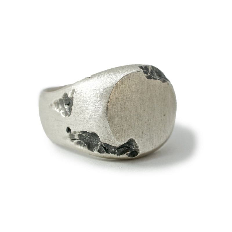 Men's ring Signet round crunch. Front view right.