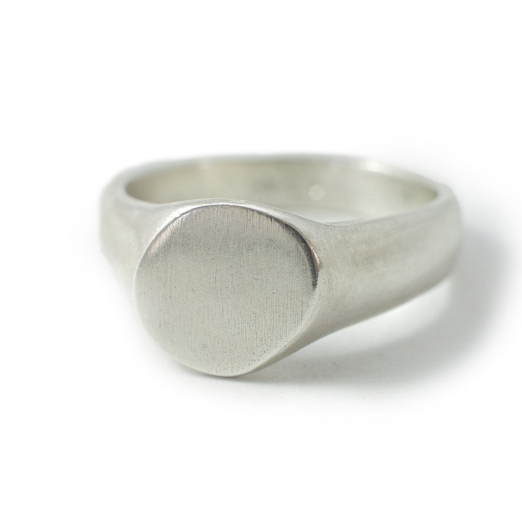 Men's ring Signet cliff. Front view.
