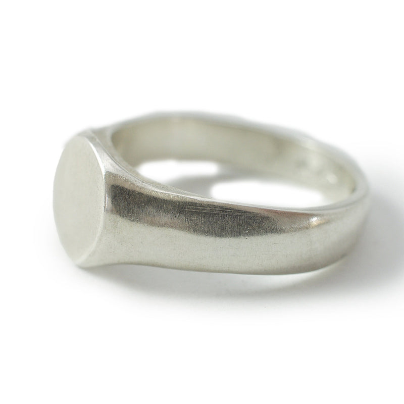 Men's ring Signet cliff. Side view left.