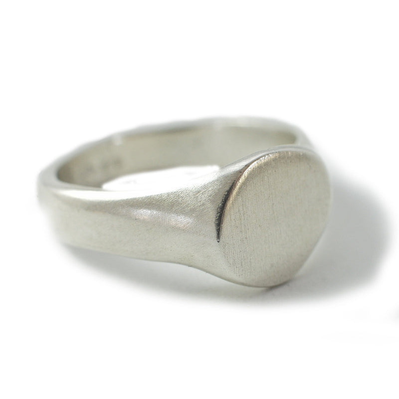 Men's ring Signet cliff. Front view right.
