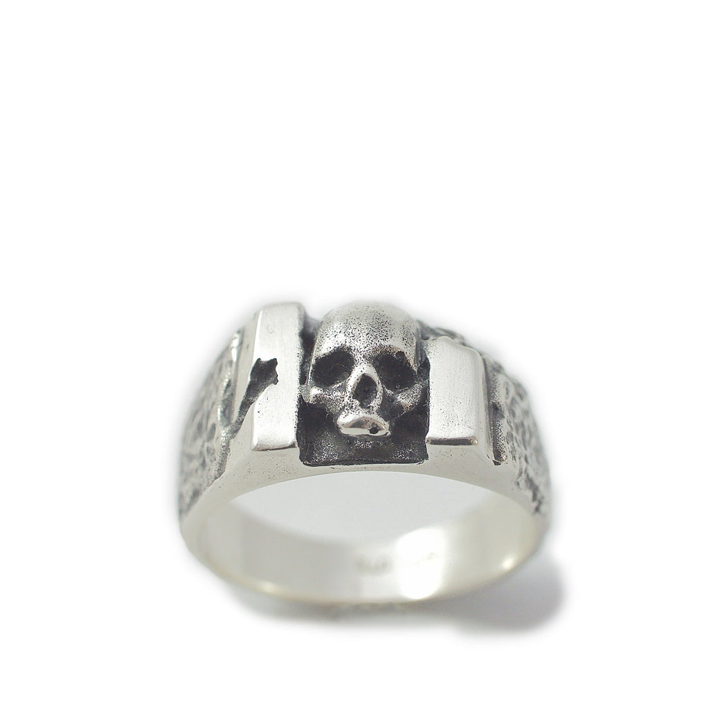 Skull carved ring