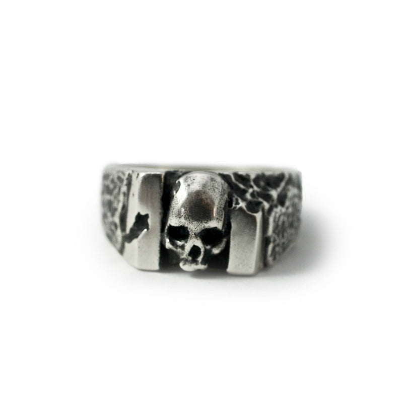 Skull ring Band carved. Front view.