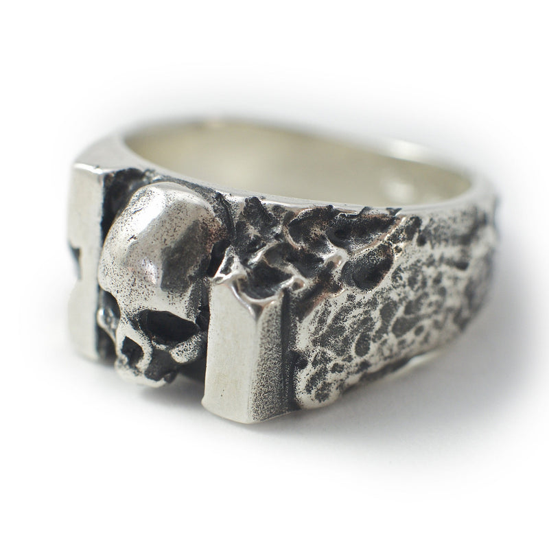 Skull ring Band carved. Front view left.