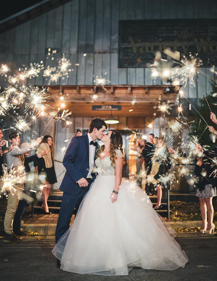 Wedding Sparklers Totally Made us Fall in Love with a Wedding