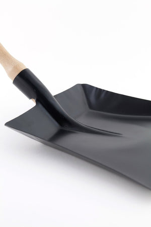 Traditional Black Sheet Metal Dustpan