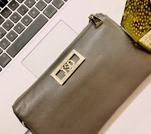 Laptop with personalized baglette purse