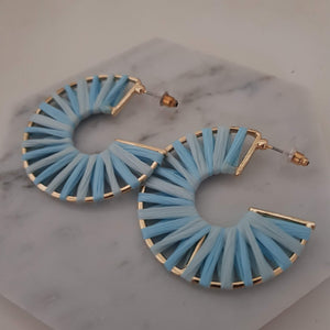 Rattan circle earrings - Blue and gold