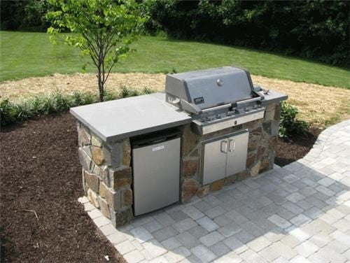 Outdoor Kitchen: Grill Island