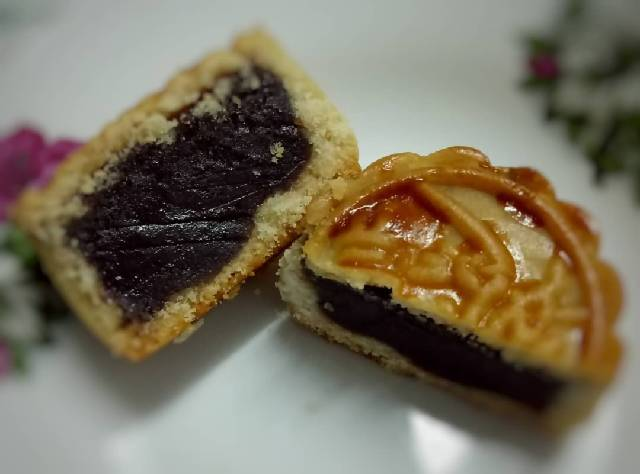 Chinese Style Moon Cake - Red Bean Filling