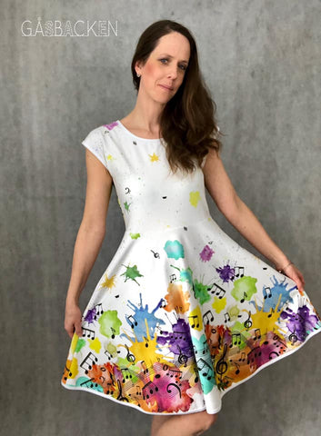 PDF-mønster/pattern: Hel/halvcirkelklänning & peplum (twirl dress) adult size 34-54 (US 4-24)