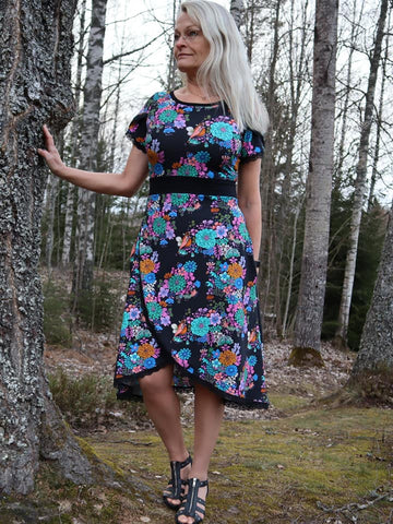 Mønsterark/printed pattern: Tulip dress adult 34-58