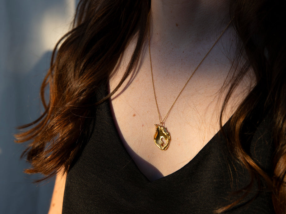 The Spellbinding Amphora Necklace
