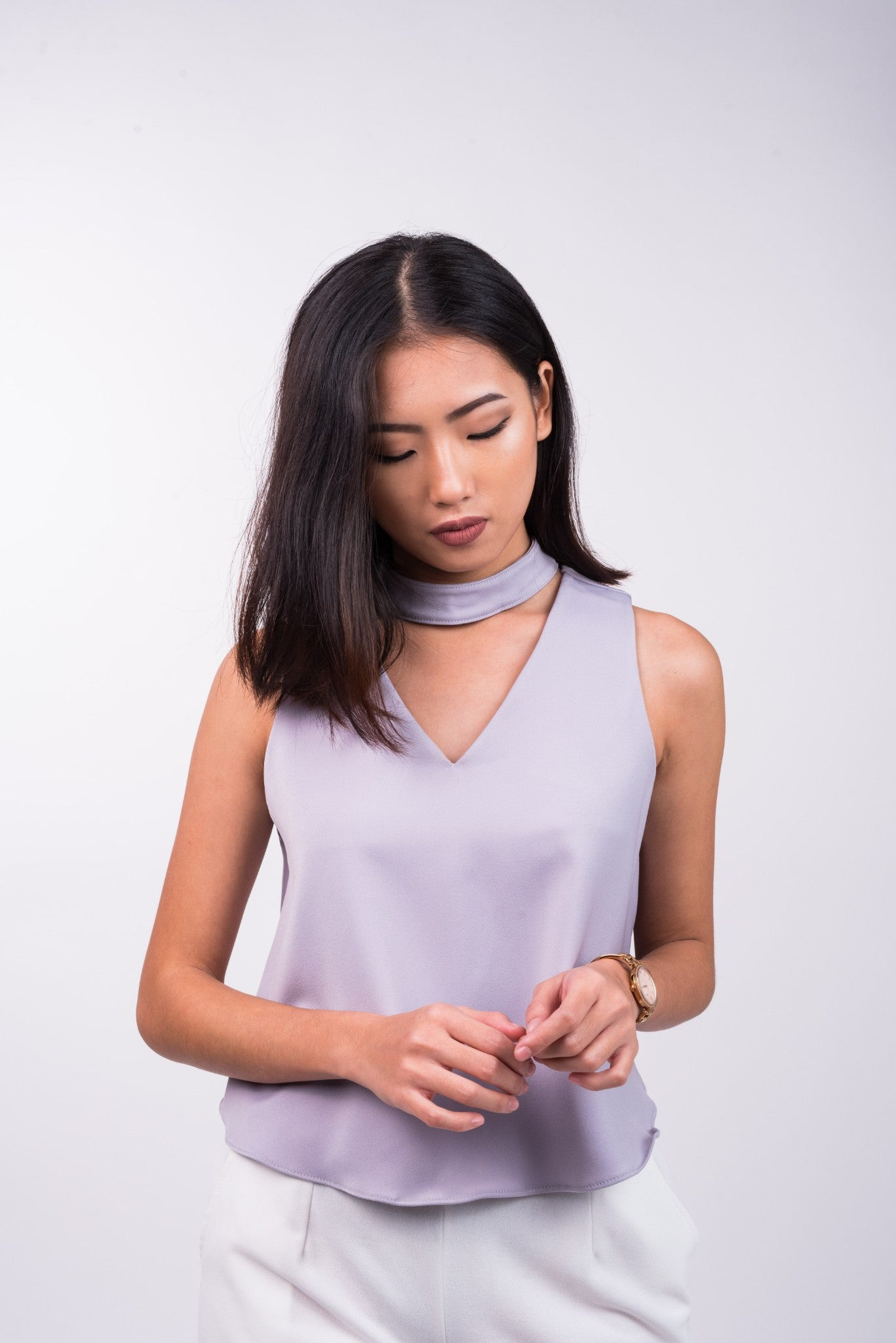 V Neck Top with Detachable Choker in Pale Grey