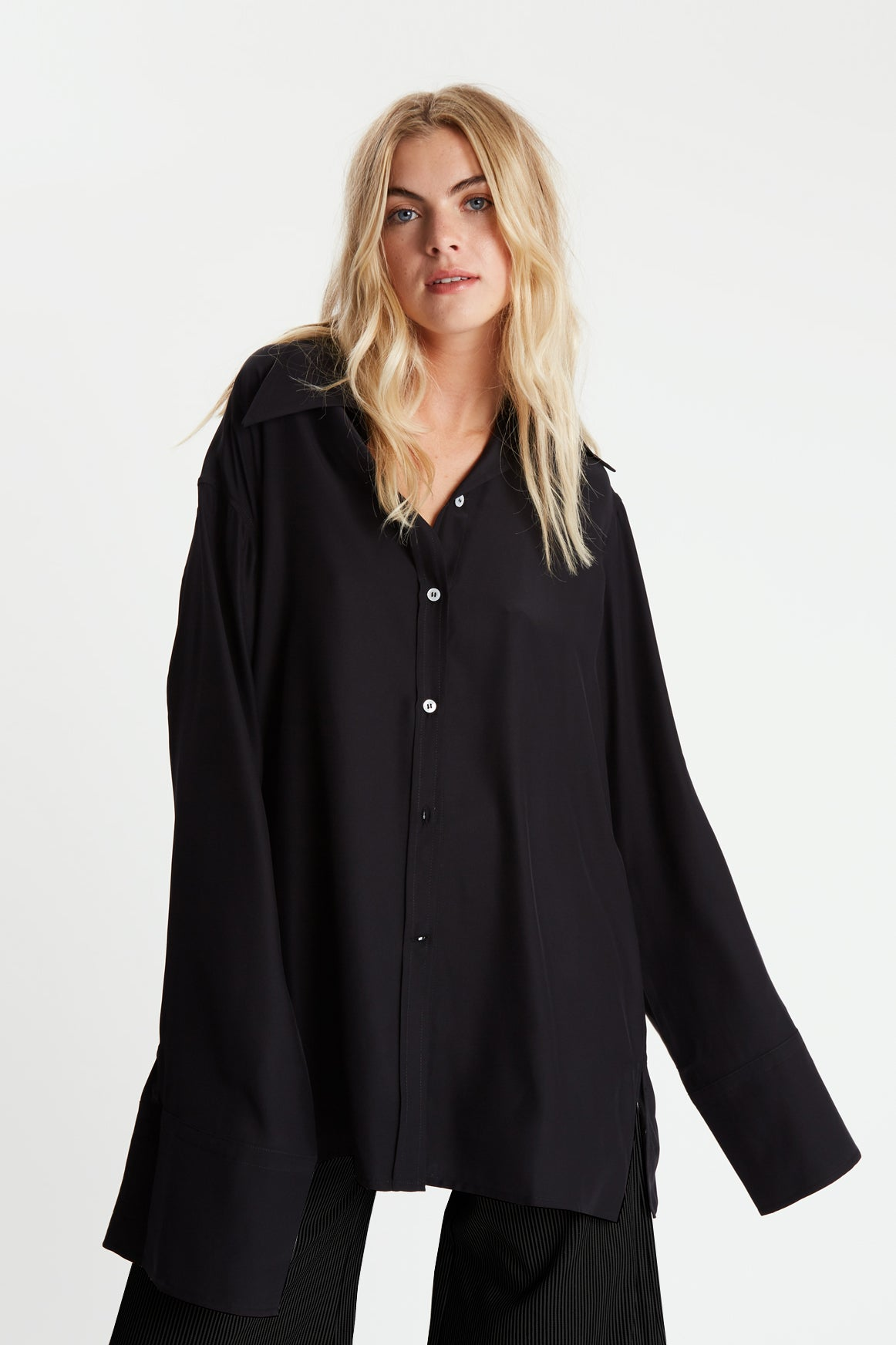 The Extra Oversized Shirt - Black Silk - SERENA BUTE