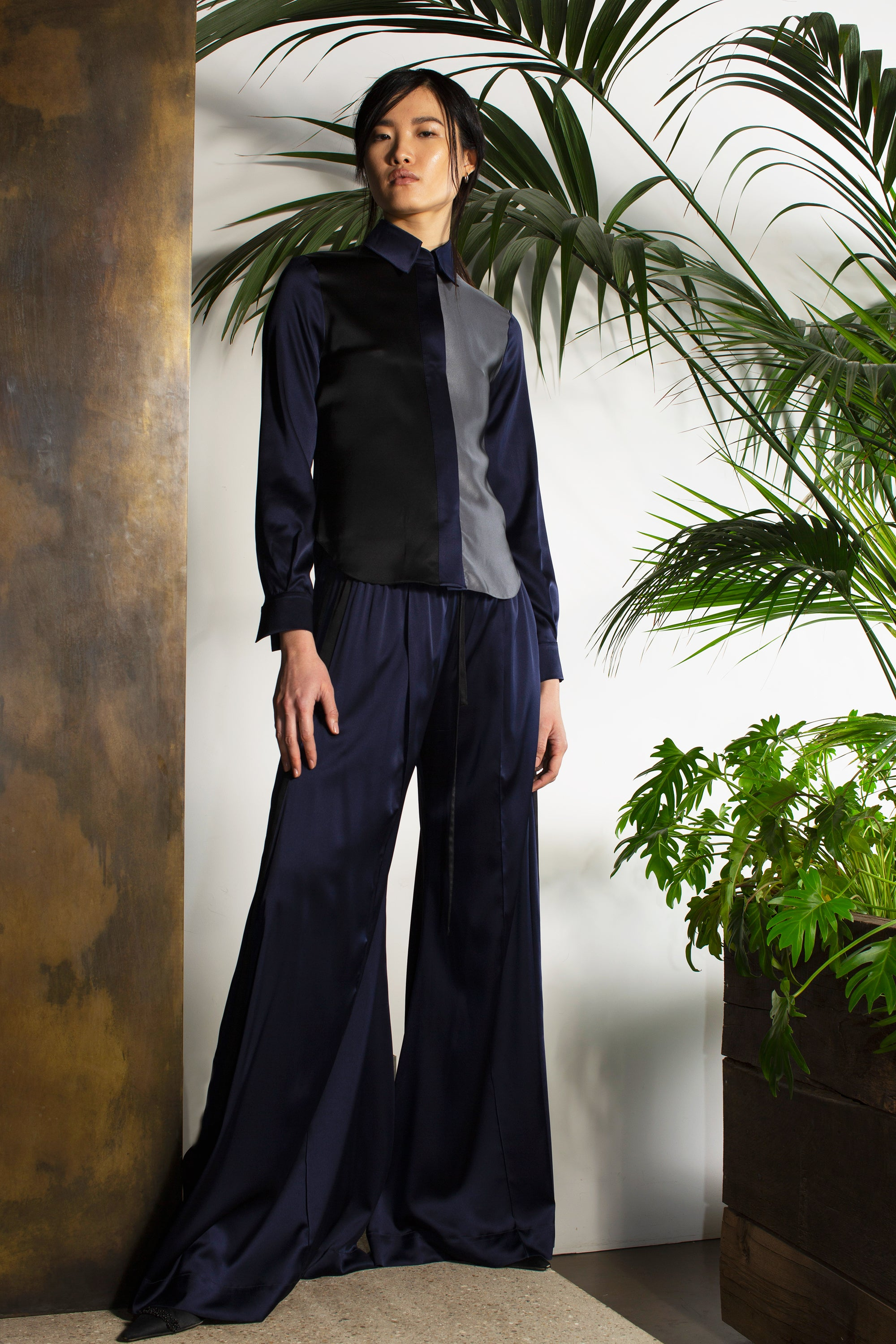 The Extra Wide Jogger - Navy & Black Silk