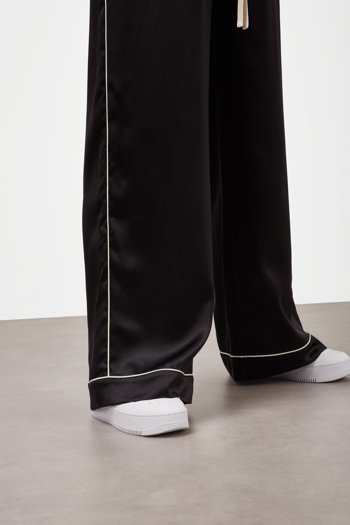 The Piped Hem Jogger - Black & Ivory Silk - SERENA BUTE