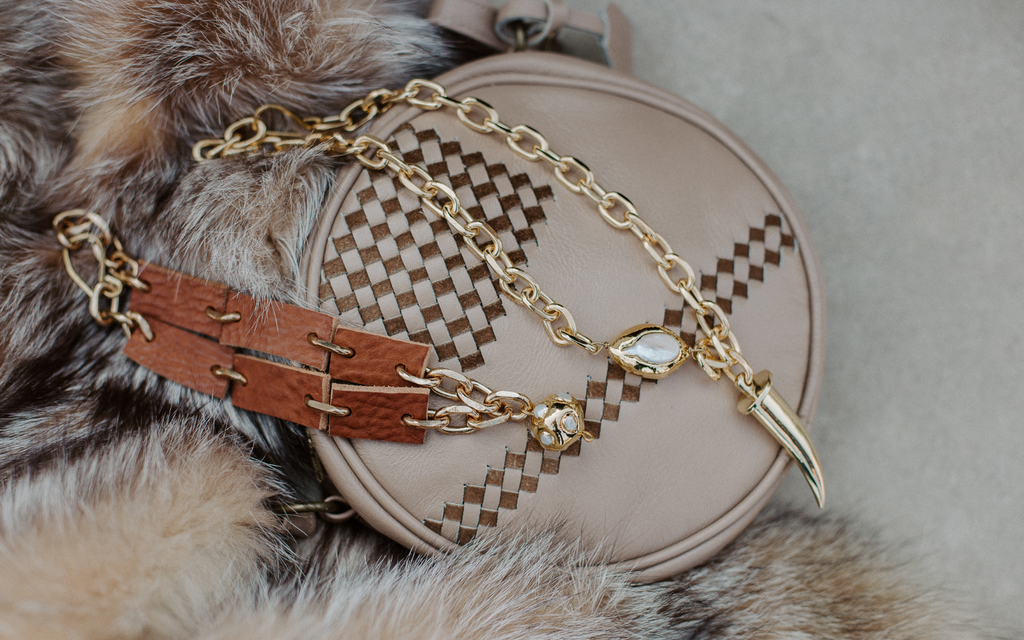 Our handbags and accessories are made of Peruvian sustainable leather.