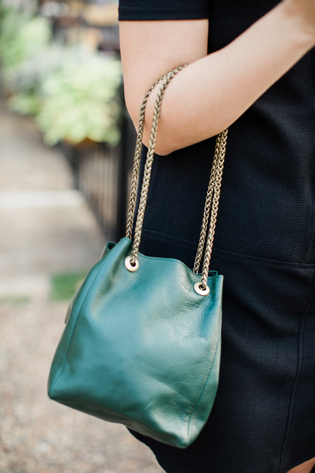 anita. leather bucket bag
